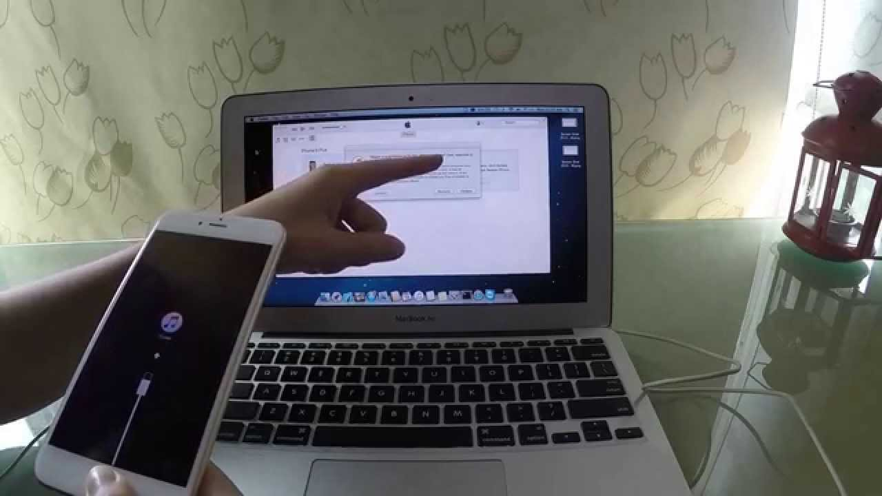Найжвавіше обговорювали проблему з збоєм під час процесу оновлення після якого пристрій вимагав підключення до комп'ютера з iTunes'ом.